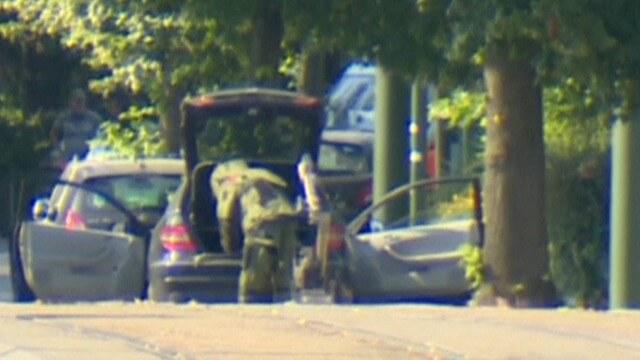 پلیس بلژیک در حال بازرسی خودرو مشکوک
