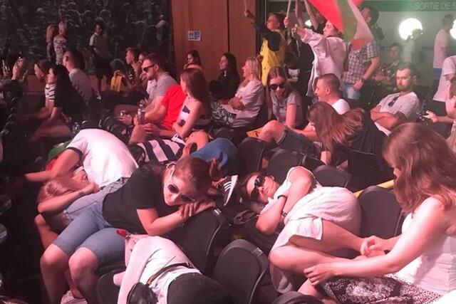 خواب خوش گردشگران خارجی در جلسه مریم رجوی