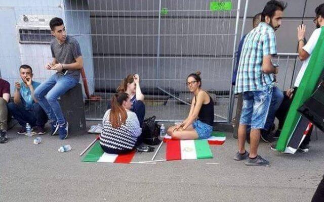گردشگران خارجی در مراسم مجاهدین